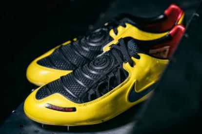 Comedia de enredo nacimiento Escuela primaria  La primera bota de golpeo de Nike ha vuelto. Total 90 Laser I - Blogs -  Tienda de fútbol Fútbol Emotion