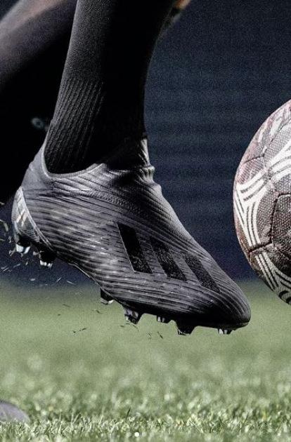 DARK SCRIPT ADIDAS – BLACKOUT FOOTBALL