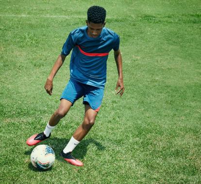Noticias Anillo duro Cúal  Nueva bota de fútbol Nike Phantom Vision 2 - Blogs - Tienda de fútbol  Fútbol Emotion