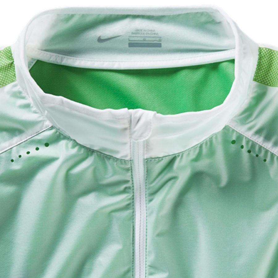brand new b9e7d b74fc Jacket Nike Select Revolution Lightweight Woven White-Green - Football  store Fútbol Emotion