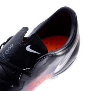 c69be0237486 Narrow design in order to obtain the snuggest fit to the foot, and an  ultra-thin insole to make the player's contact with the ground as stable as  possible
