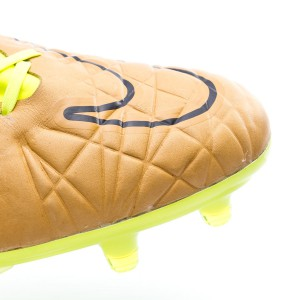 7de5c4d6a Calfskin leather in the entire area in contact with the ball to improve  sensations and at the same time offer a perfect fit.