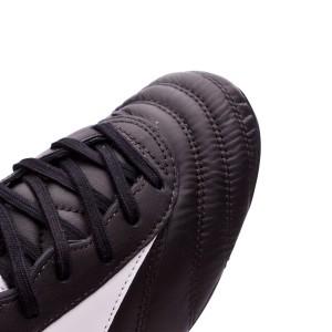 Suavísima piel de canguro característica de Mizuno con un tratamiento  impermeabilizante. Las múltiples costuras permiten que la bota ceda sin  deformarse 94faf4066253a