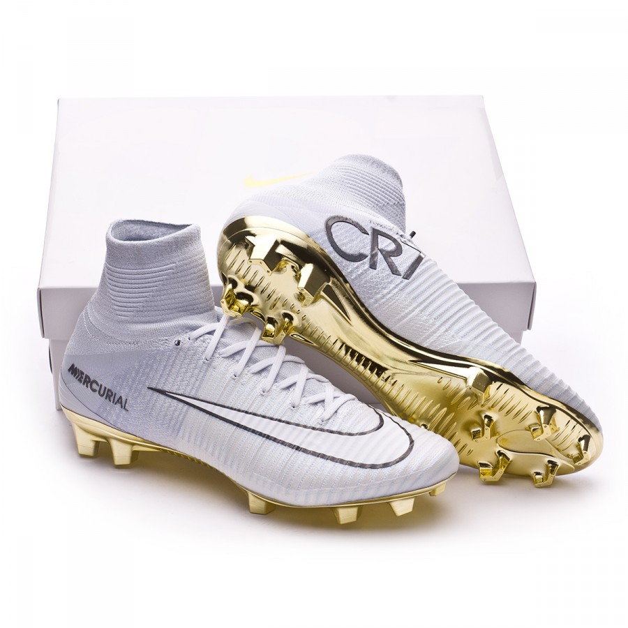 5e85a09f9 Football Boots Nike Mercurial Superfly V CR7 SE Vitorias FG White ...