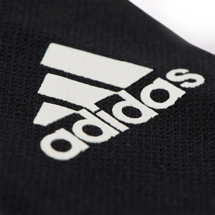 adidas-sujeta-espinilleras-stays-black-white-1.jpg
