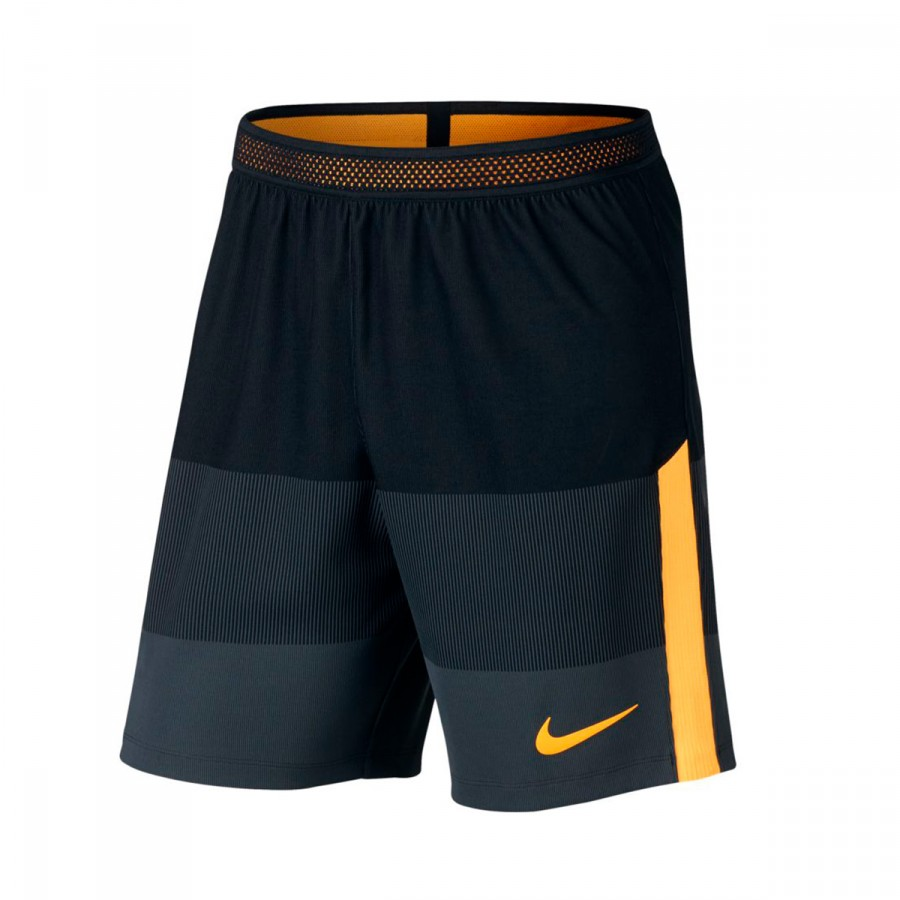reputación primero obtener online último Pantalón corto Aeroswift Strike Football Black-Laser orange