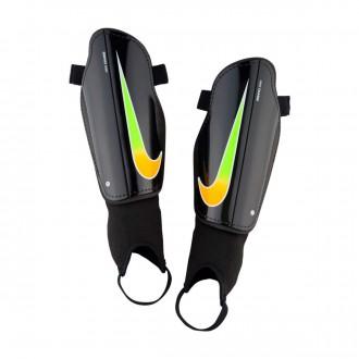 Caneleira  Nike Charge Football Black-Laser orange