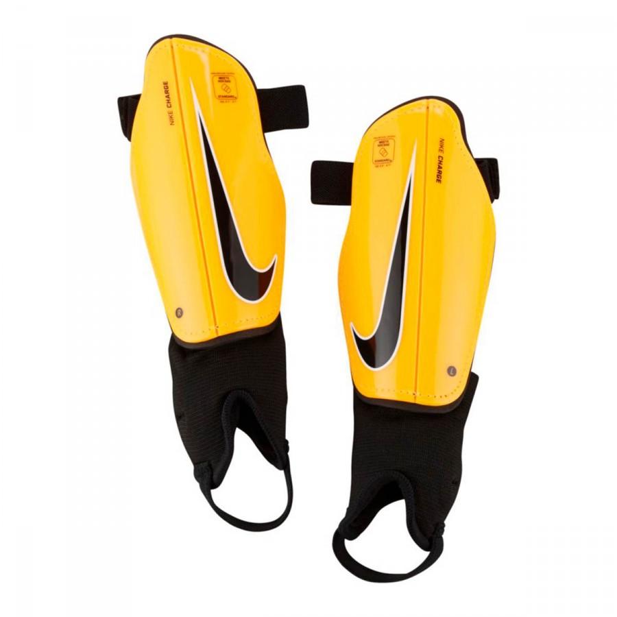 8cbbe1b053c3c Espinillera Nike Charge Football Niño Laser Orange-Black - Tienda de fútbol  Fútbol Emotion