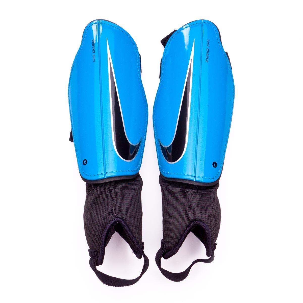 e80297560b6f5 Espinillera Nike Charge Football Niño Cyan-Silver-Black - Tienda de fútbol  Fútbol Emotion