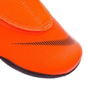 b4bbcb65f641 Synthetic fibre in the toe cap and Velcro on the outside to keep the foot  fastenened. Padded textile heel counter to fix the foot in place and avoid  any ...