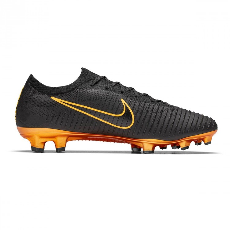 hot sales d0f3a 1044b Bota Mercurial Vapor Flyknit Ultra FG Black-Gold