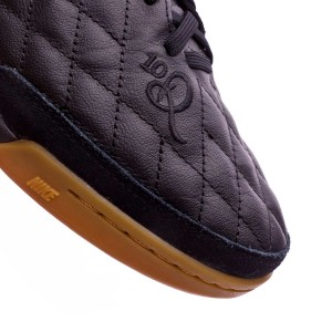 3486cbff8 The natural skin upper is kept but with an obvious change  Nike has decided  to replace the inner struture and bring the seams back to the surgace of  the ...