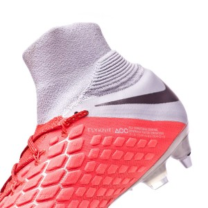 7eadf1a75a0 In order not to lose stability during the most aggressive lateral actions  players carry out with the Hypervenoms