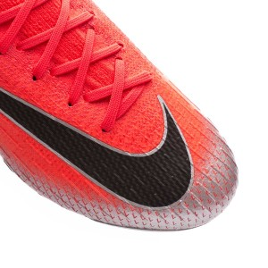 bb1e094a5d3 The single-piece Flyknit upper has been developed in order to provide an  optimal usage experience