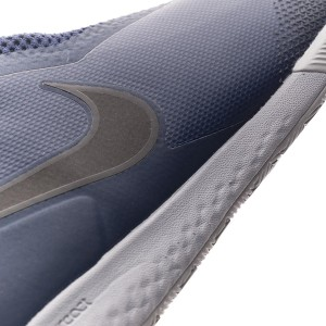 1ae5413b7 The American has used an intermediate midsole profile that presents the  renowned impact absorption material know as Lunarlon