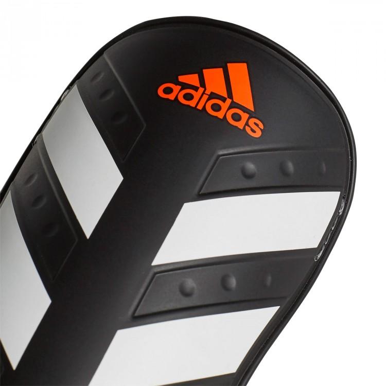 espinillera-adidas-everlite-black-white-solar-red-3.jpg