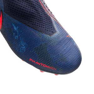 dea14802a The upper is made with the Flyknit thread that has been improved with  different textures to get a much smoother finish that doesn t need to be  worn to ...