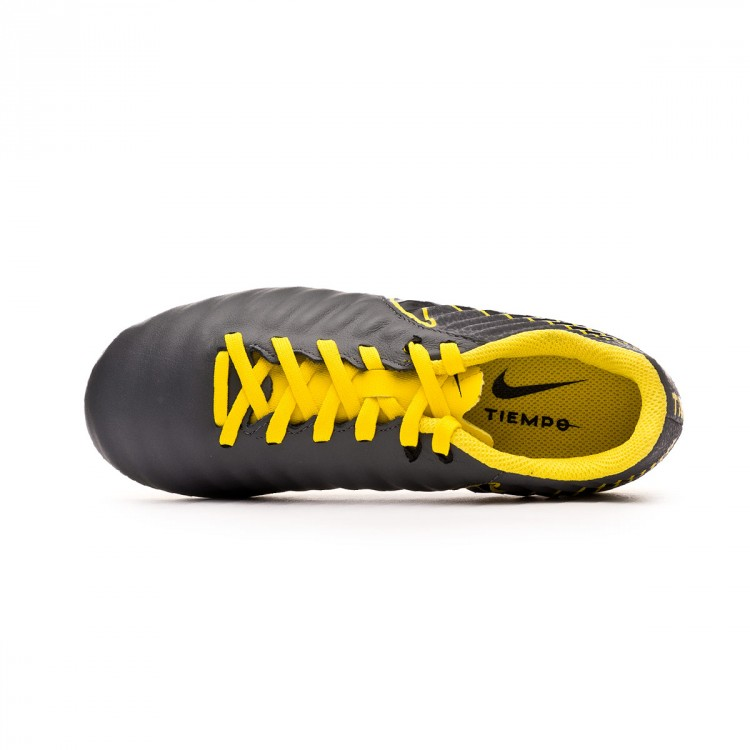 bota-nike-tiempo-legend-vii-academy-mg-nino-dark-grey-black-optical-yellow-4.jpg