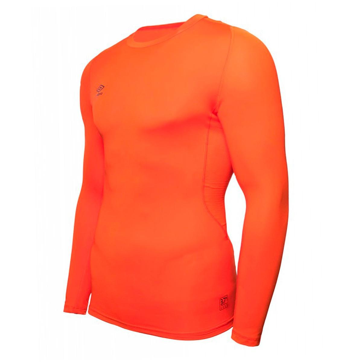 Camiseta Umbro térmica Core Crew m l Naranja - Soloporteros es ahora Fútbol  Emotion 5c1b44fae371a