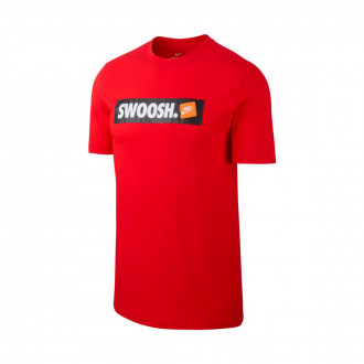 Playera  Nike Sportswear Swoosh University red-White