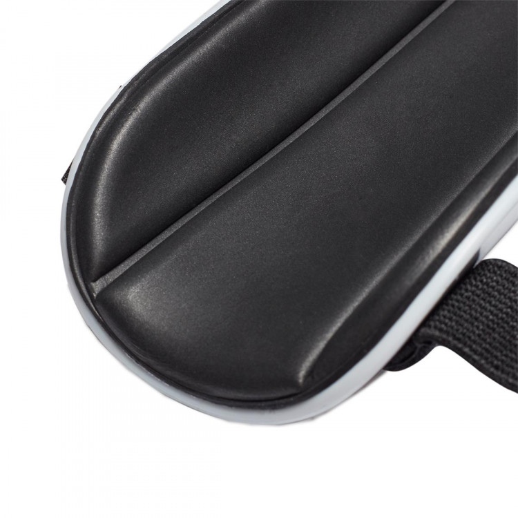 espinillera-adidas-x-nino-silver-metallic-hi-res-red-black-2.jpg
