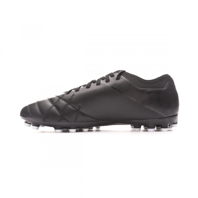 bota-umbro-medusae-iii-club-ag-black-white-2.jpg