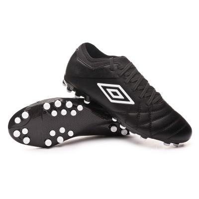 bota-umbro-medusae-iii-club-ag-black-white-0.jpg