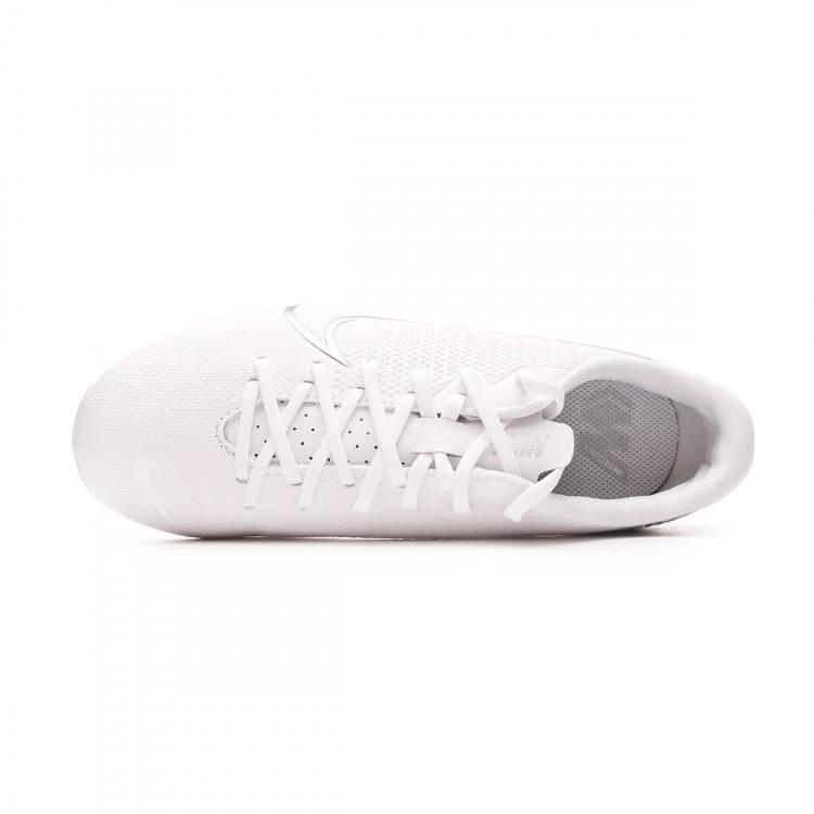 bota-nike-mercurial-vapor-xiii-academy-fgmg-nino-white-chrome-metallic-silver-4.jpg