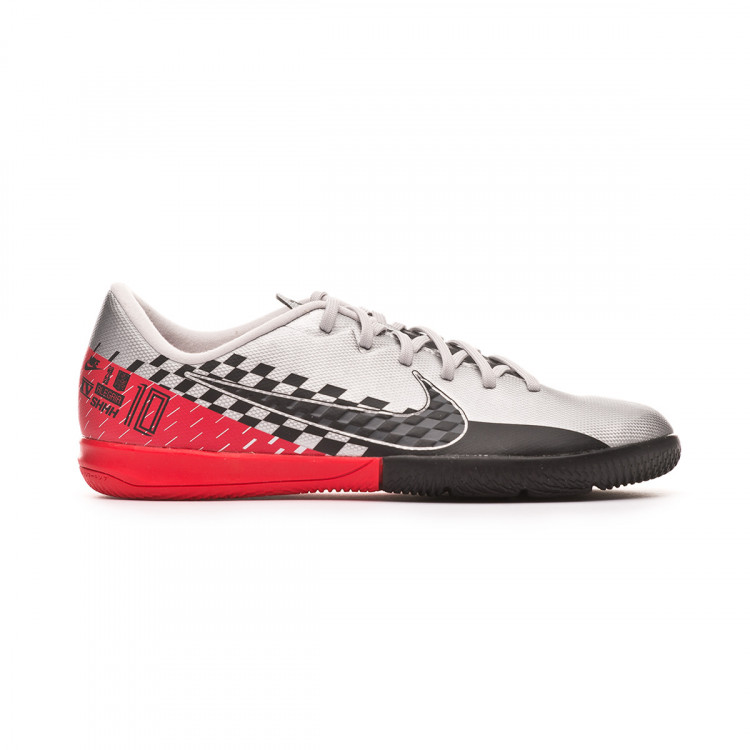 zapatilla-nike-jr-mercurial-vapor-xiii-academy-ic-neymar-jr-chrome-black-red-orbit-platinum-tint-1.jpg