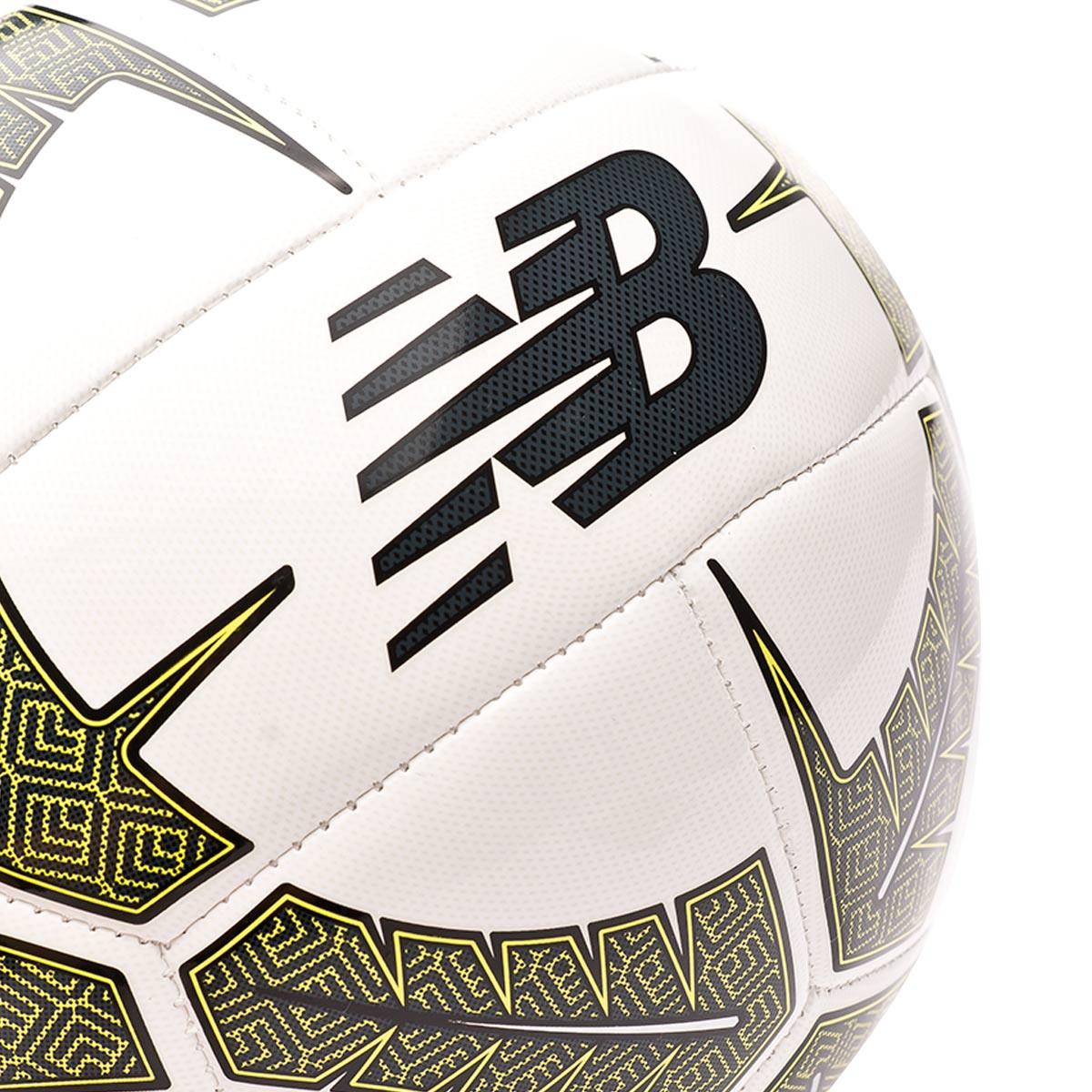 ballon foot new balance