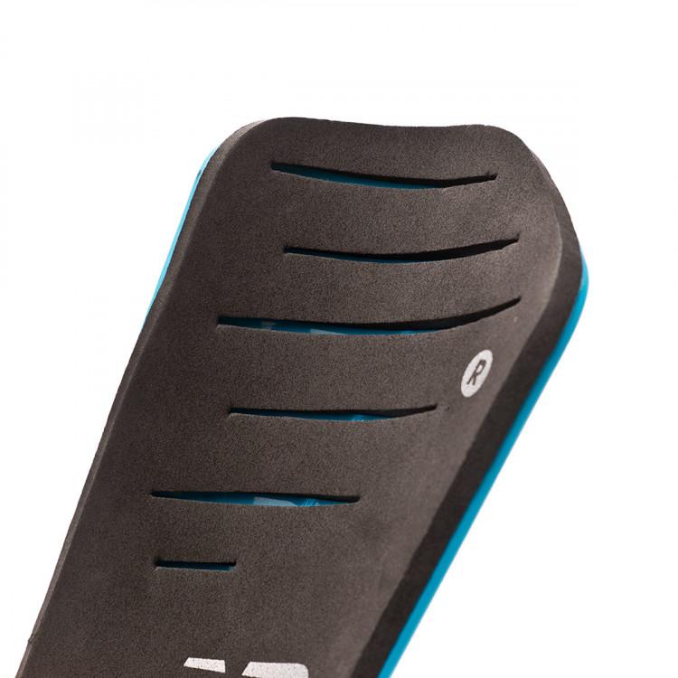 espinillera-new-balance-slip-strap-nino-bayside-supercell-4.jpg