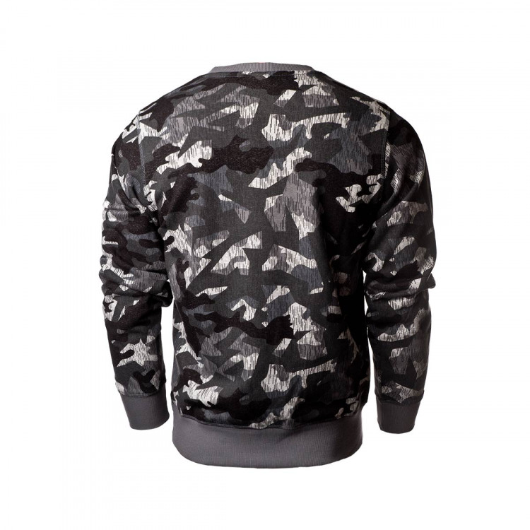 sudadera-new-balance-printed-essentials-stacked-logo-crew-camo-2.jpg