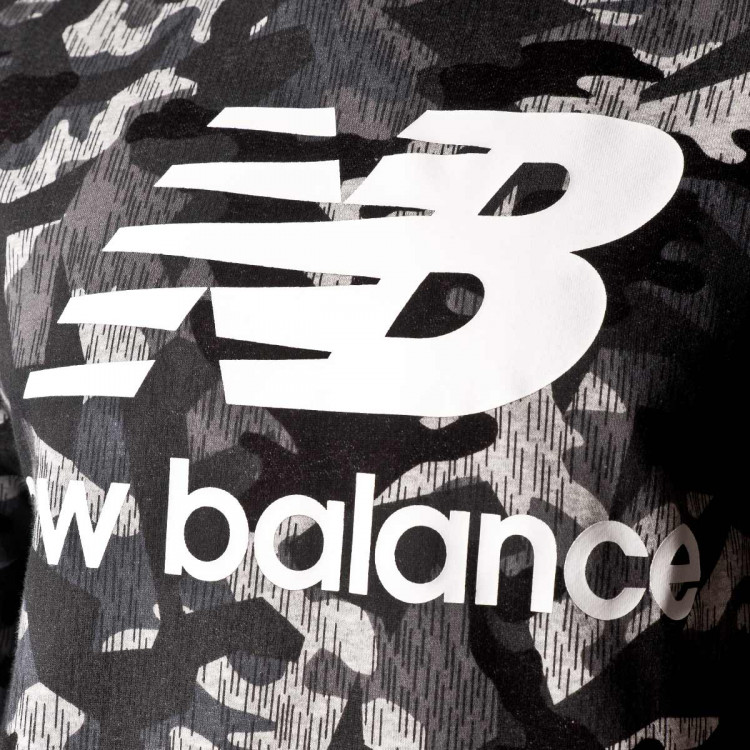 sudadera-new-balance-printed-essentials-stacked-logo-crew-camo-3.jpg