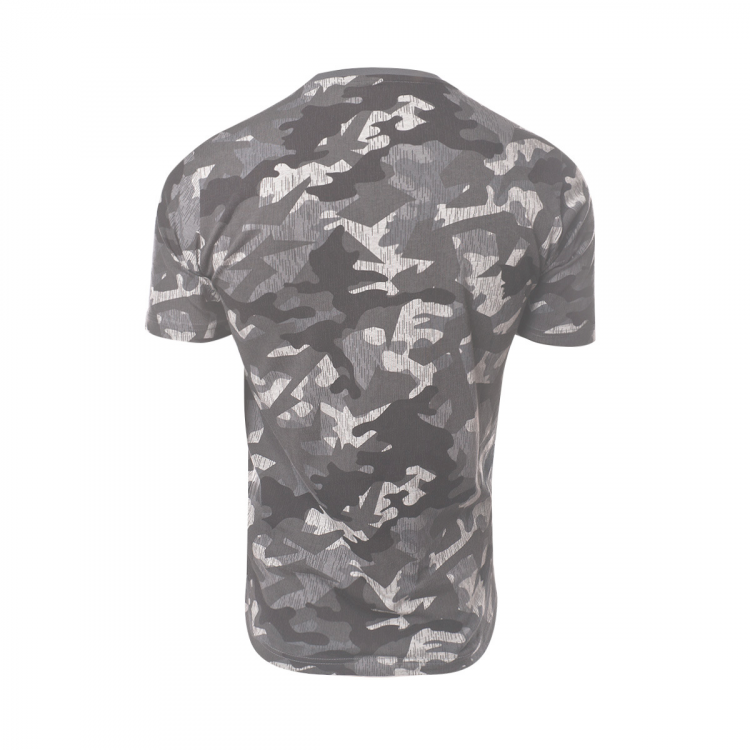 camiseta-new-balance-printed-essentials-stacked-logo-t-camo-2.png