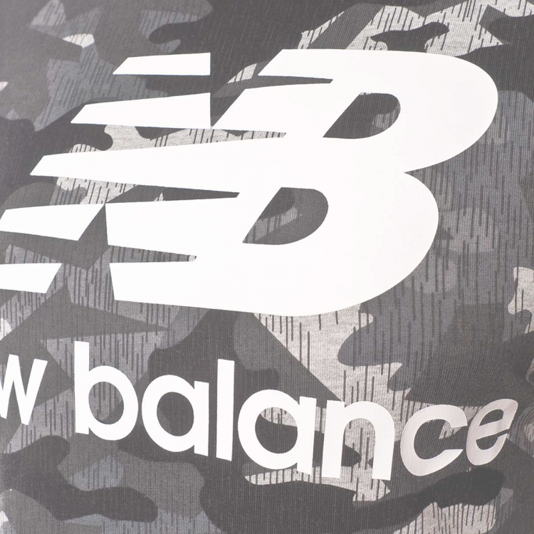 camiseta-new-balance-printed-essentials-stacked-logo-t-camo-3.png
