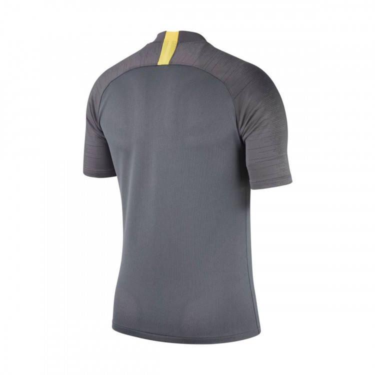 camiseta-nike-inter-milan-milan-breathe-strike-2019-2020-dark-grey-anthracite-tour-yellow-1.jpg