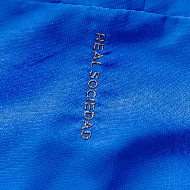 chaqueta-macron-real-sociedad-paseo-2019-2020-nino-blue-3.jpg