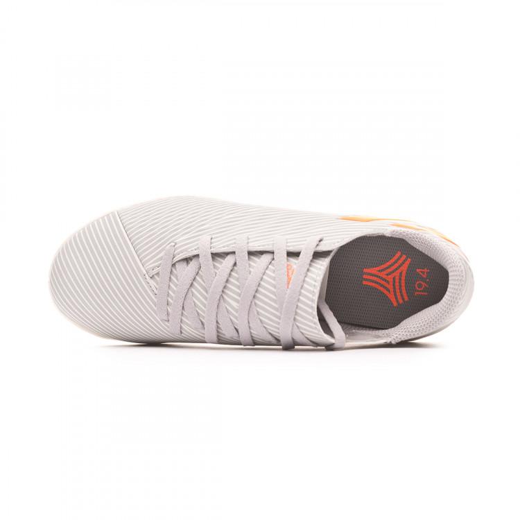 zapatilla-adidas-nemeziz-19.4-in-nino-grey-two-solar-orange-chalk-white-4.jpg