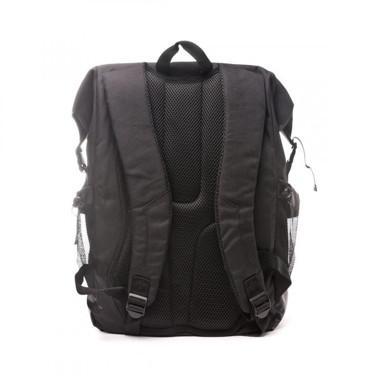 mochila-umbro-rolltop-backpack-40l-black-silver-4.jpg
