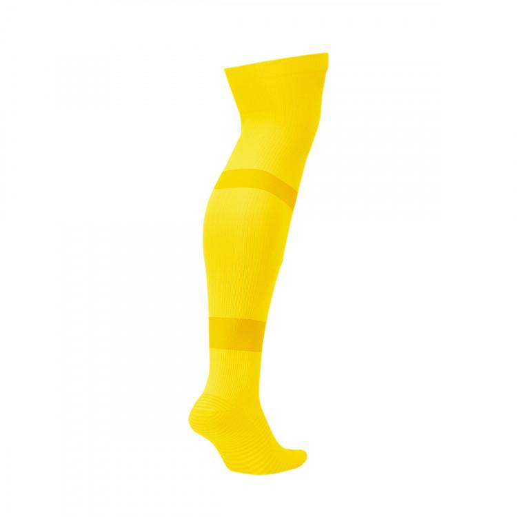 medias-nike-team-matchfit-over-the-calf-tour-yellow-black-1.jpg