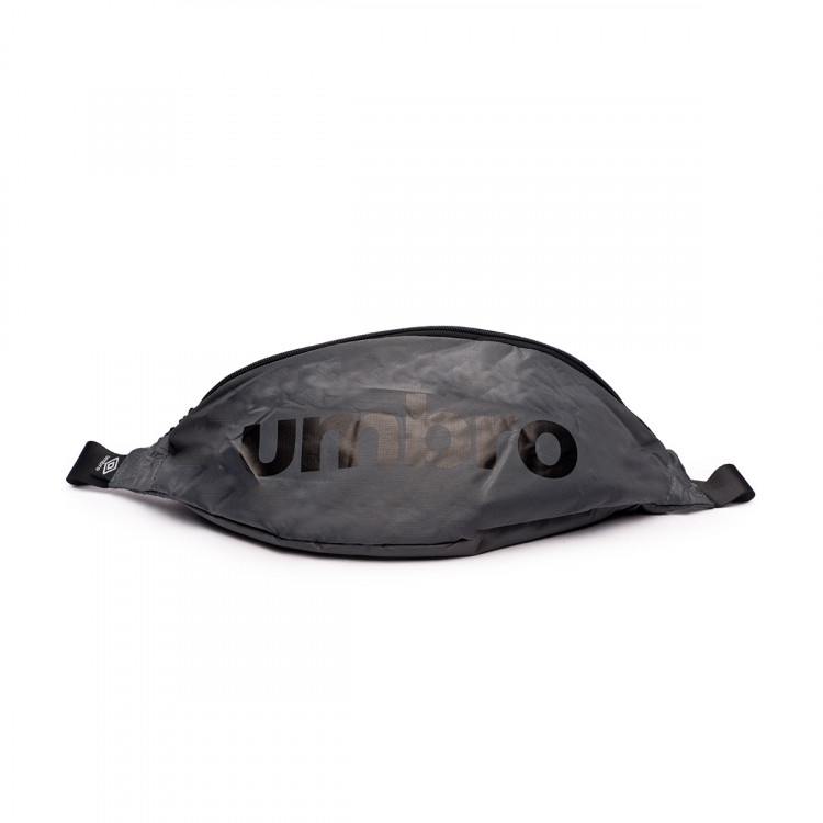 bolsa-umbro-rinonera-padded-graphite-black-1.jpg