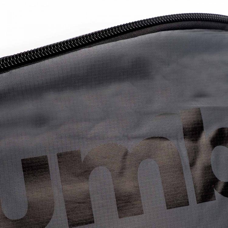 bolsa-umbro-rinonera-padded-graphite-black-2.jpg
