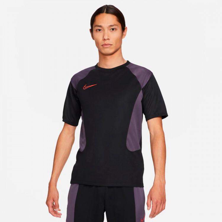 camiseta-nike-dri-fit-academy-fp-mx-black-dark-raisin-siren-red-siren-red-0.jpg