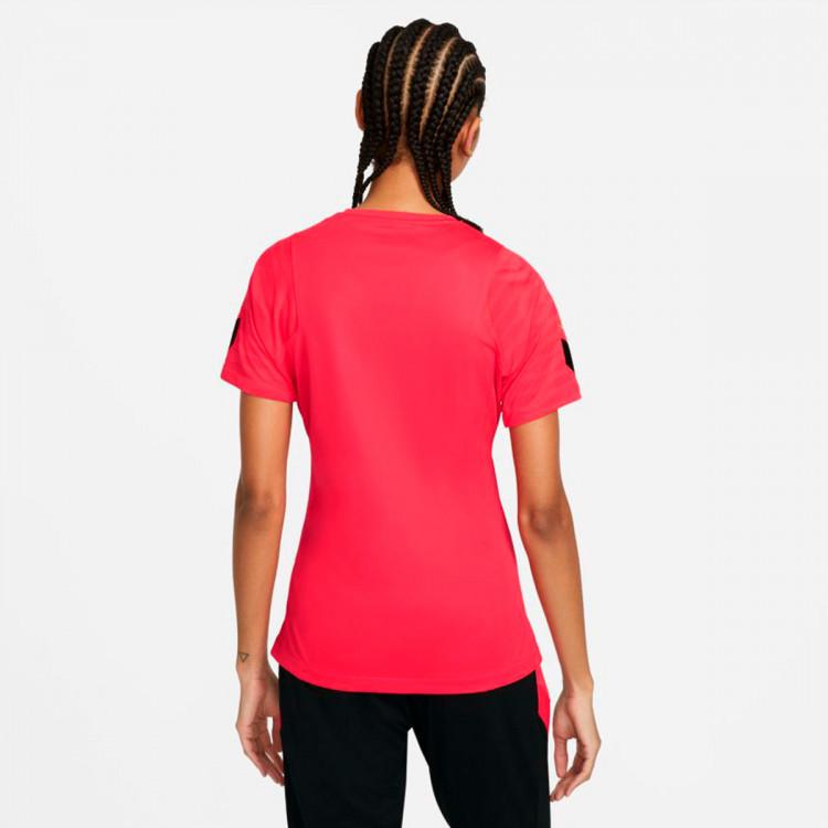 camiseta-nike-dri-fit-strike-top-ss-mujer-siren-red-black-green-strike-1.jpg
