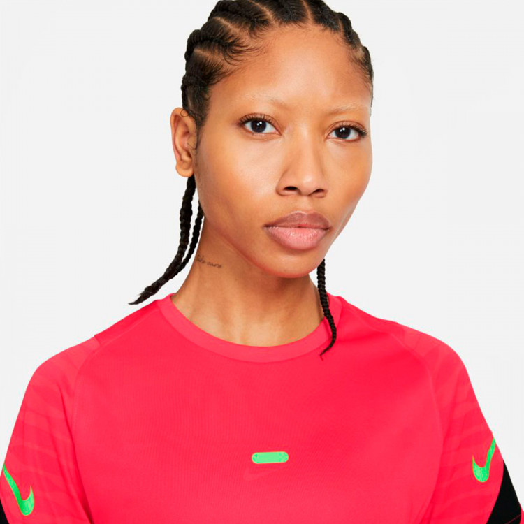 camiseta-nike-dri-fit-strike-top-ss-mujer-siren-red-black-green-strike-2.jpg