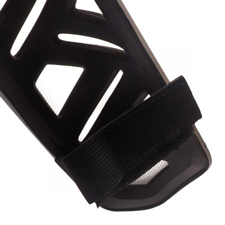 espinillera-puma-ultra-light-strap-negro-2.jpg