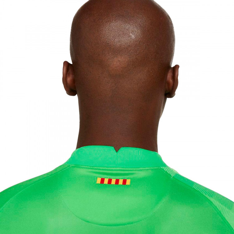 camiseta-nike-fc-barcelona-stadium-segunda-equipacion-portero-2021-2022-green-spark-green-strike-3.jpg