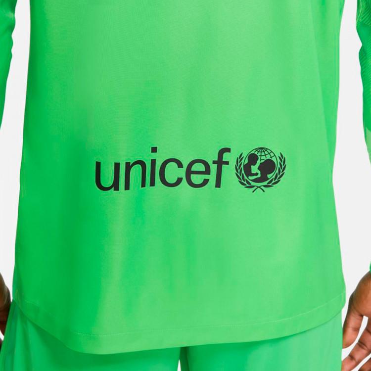 camiseta-nike-fc-barcelona-stadium-segunda-equipacion-portero-2021-2022-green-spark-green-strike-4.jpg