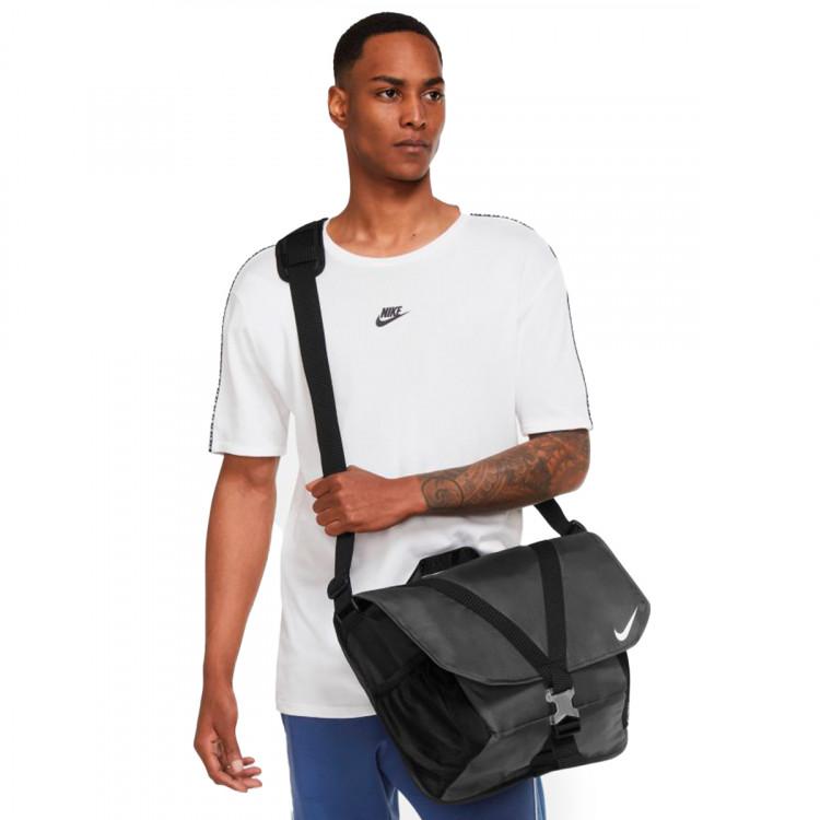 bandolera-nike-spotrswear-essentials-messenger-black-2.jpg