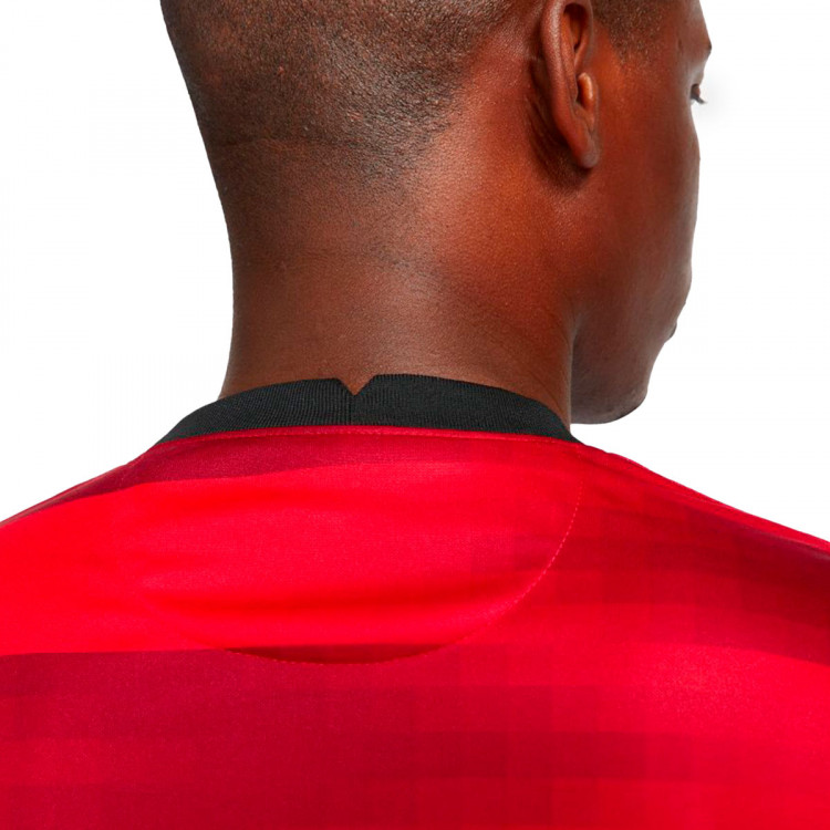 camiseta-nike-eintracht-de-frankfurt-segunda-equipacion-2021-2022-university-red-4.jpg
